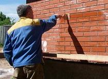 Чистка фасада загородного дома: этапы и особенности