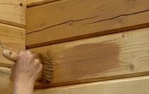 Способы и этапы покраски стен в деревянном доме