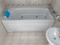 Выбор акриловой ванны: форма, поверхность и особенности