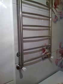 Подбираем для ванной удобный полотенцесушитель: виды и характеристики